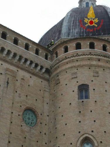 Il vento ha danneggiato la cupola della Basilica di Loreto
