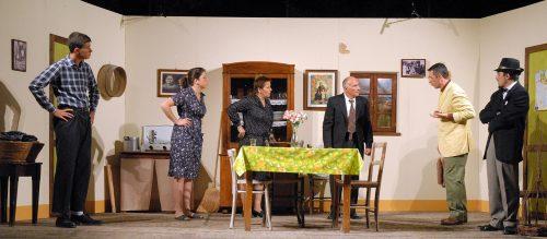 Un momento della commedia Comme lu sole messa in scena dalla compagnia In…Stabile di Civitanova Marche