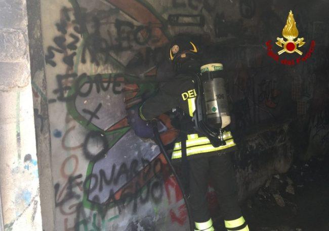 Incendio in un sottoscala del campo polivalente di Falconara