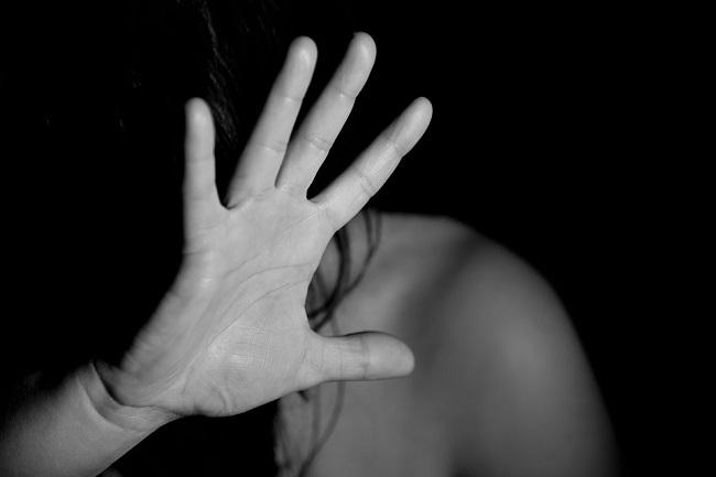 donna vittima violenza