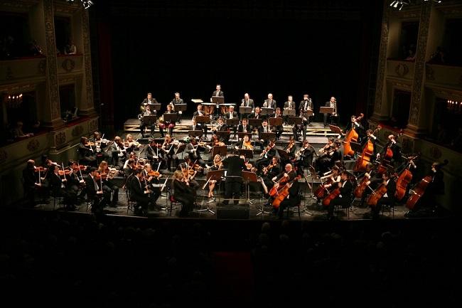 Macerata, brindisi con l'Orchestra Filarmonica Marchigiana