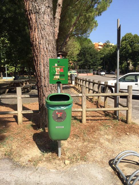 Pesaro, deiezioni canine: installate dieci nuove postazioni