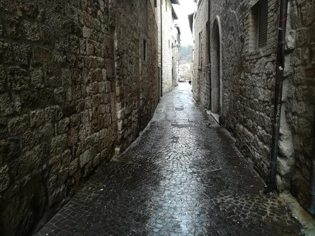 Ascoli, via Tibaldeschi: partono i lavori di ripavimentazione