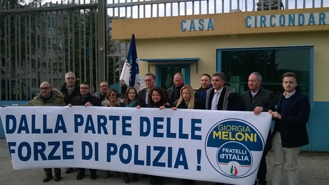 Pesaro, Giorgia Meloni al flash mob di solidarietà alla Polizia Penitenziaria