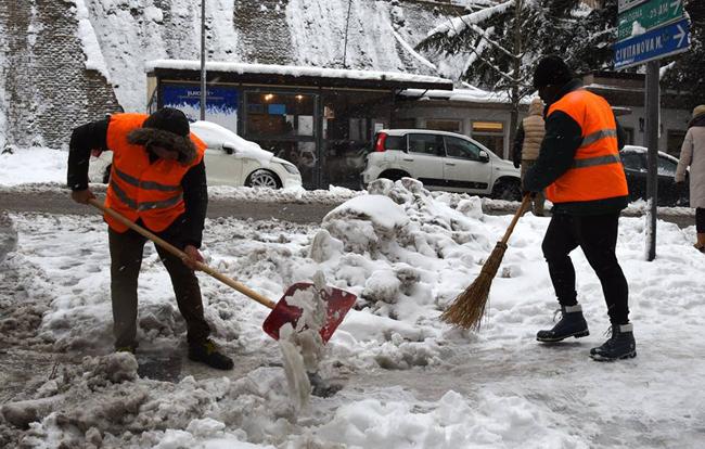 Macerata, interventi per far fronte all'emergenza neve del 27 febbraio