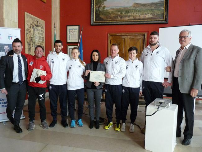 Pesaro, consegna di un riconoscimento per l'atleta Ismail Sidki