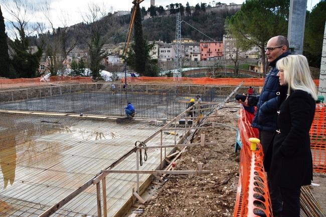 San Severino: visita del sindaco Piermattei nel cantiere di via D'Alessandro