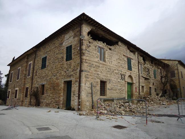San Severino, abbattimento di tre nuovi edifici in viale Europa