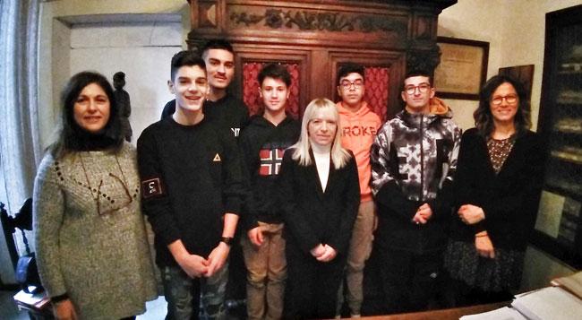 San Severino, gli studenti dell'Istituto Rosa incontrano il sindaco