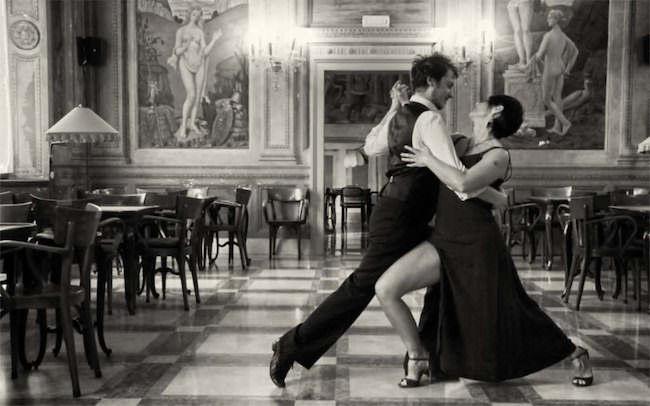 thonet e tango