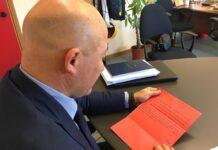 Il sindaco Sandro Sborgia legge la letta della piccola Agnese (1)